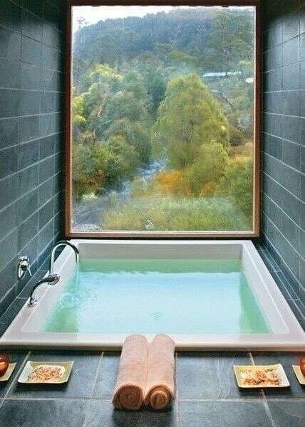 ванную с окном