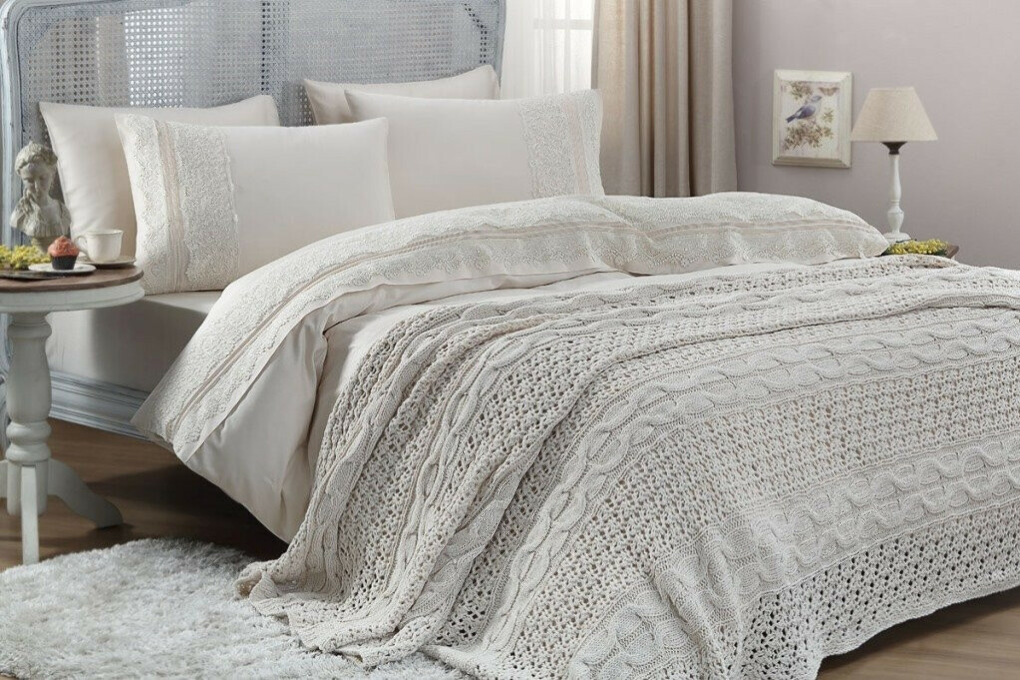 Вязаное покрывало на двухспальную кровать