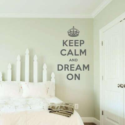 надпись в комнате