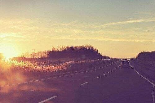 поехать куда нибудь далеко за рулем