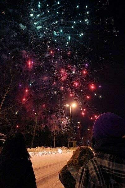 Запускать салют на Новый год