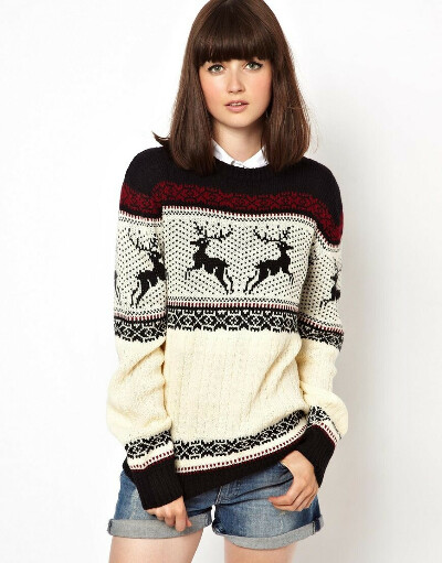 Уютный свитер с оленями