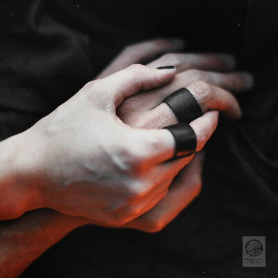 Кольцо из черного дерева от DREVO