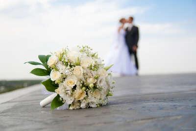 Шикарная свадьба на берегу моря.