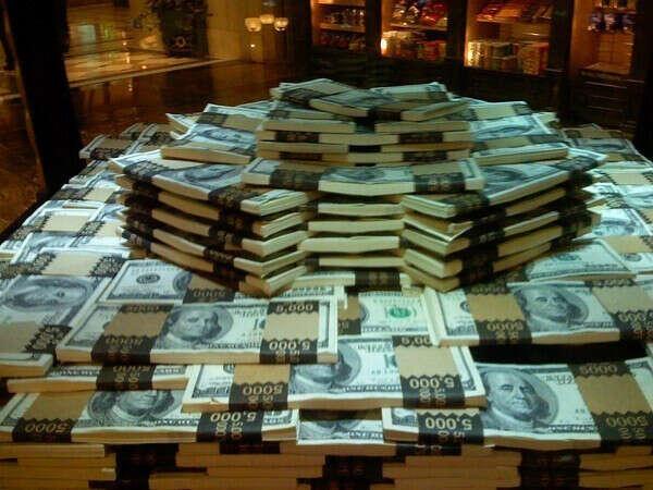 деньги много денег:))