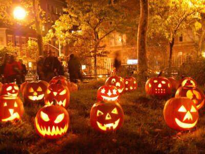 Отметить Хэллоуин