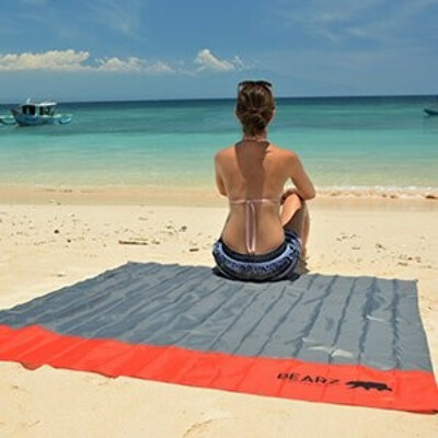 BEARZ Outdoor Beach Blanket / Compact Pocket Blanket 55″x60″ - Waterproof Ground Cover, Sand Proof Picnic Mat for Travel, Hiking, Camping, Festival, Sports - Durable Tarp w/ Corner Pockets, Loops, Bag