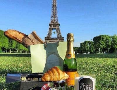 Пикник у Эйфелевой башни