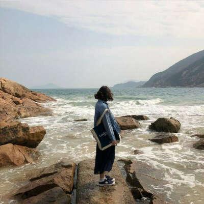 Прогулка по побережью океана