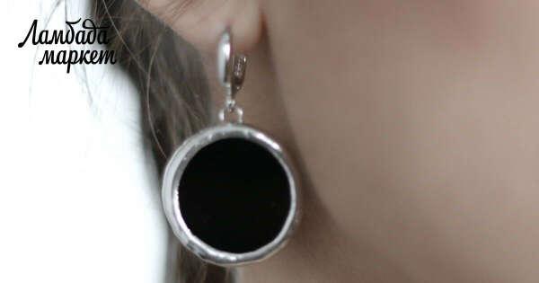 Круглые серьги из черного стекла в магазине «НОРА» на Ламбада-маркете