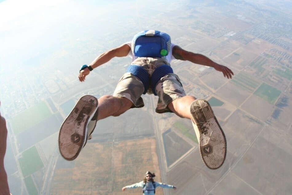 Прыгнуть с парашютом!