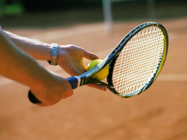 Научиться играть в теннис