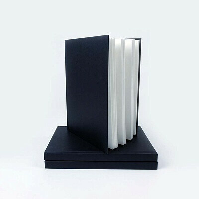 Скетчбук Seawhite Popular Portrait Black Cloth Hardbacked Sketchbook (250 x 190mm), плотность 140gsm
