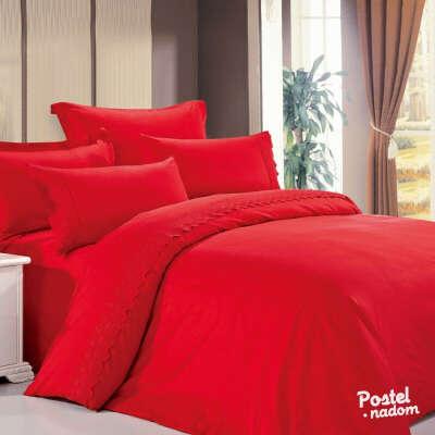 Красное постельное белье.