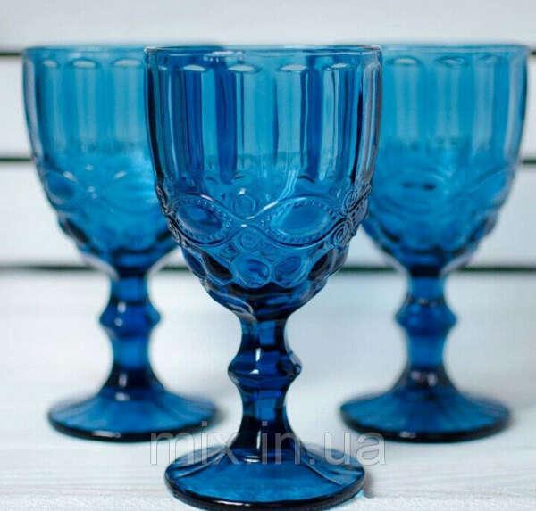 Синие стеклянныне бокалы и кувшин
