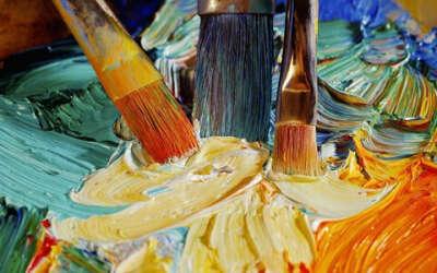 Мольберт, масляные краски, холсты или сертификат в Леонардо:)