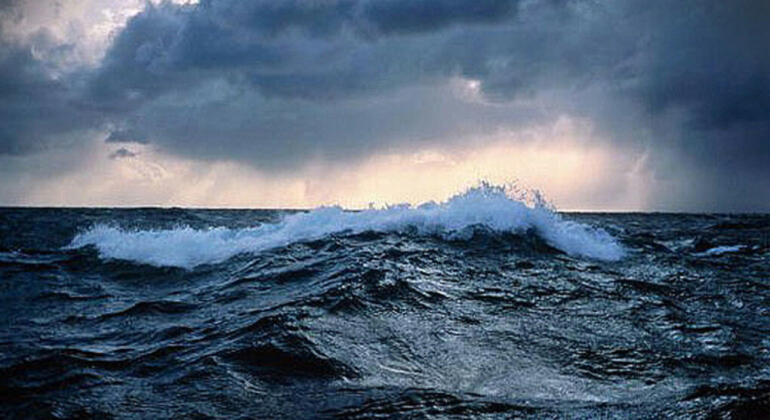 Купаться в шторм