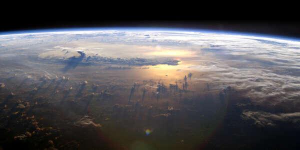 Совершить полёт в космос