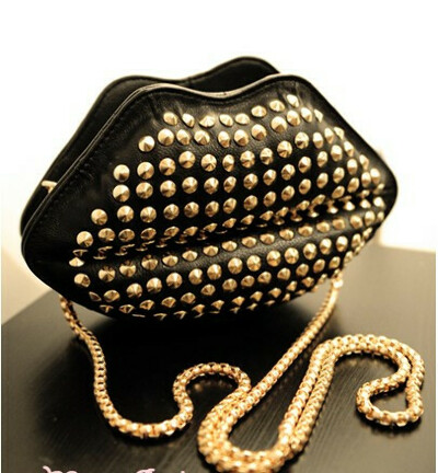 Vogue Rivets Lip Shaped Chain Bag