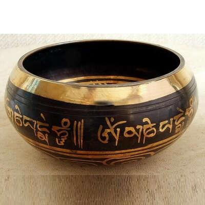 Поющая чаша литая, ручная работа. Мастерская музыкальных инструментов в Непале.