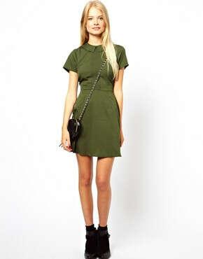 Короткое приталенное платье с воротником и защипами ASOS