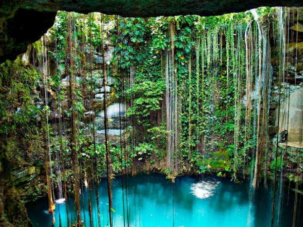 Поплавать в подземном озере Ик-Киль в Мексике