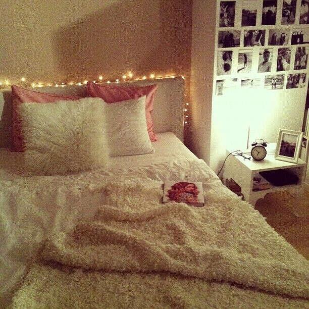 уютную и мягкую кровать с: