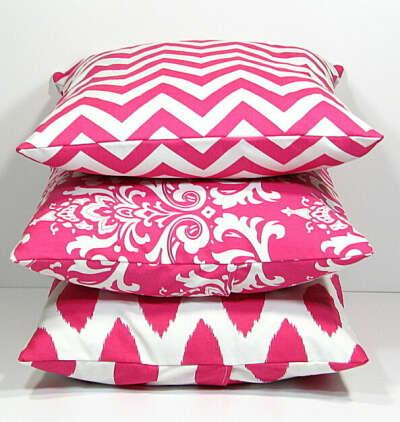 Много декоративных подушек