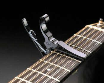Каподастр на акустическую гитару