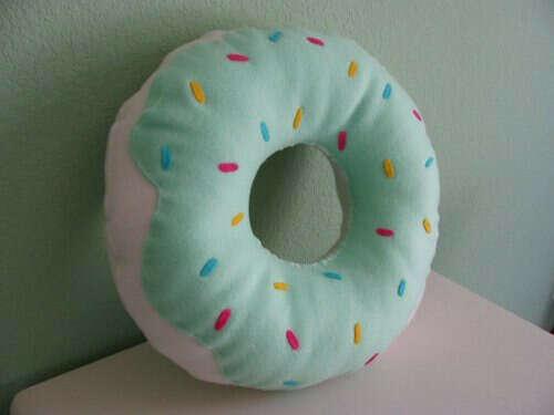 Подушку пончик