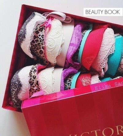 Много красивого белья)