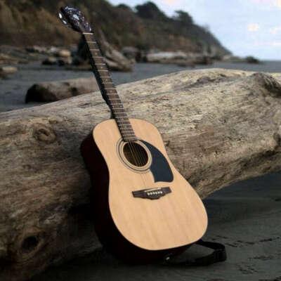 Качественная акустическая гитара