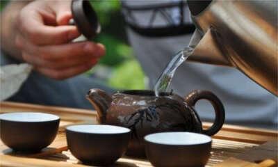 Чайная церемония в Японии в красивом саду