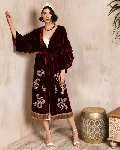 Бархатное кимоно с нашивками | BUDINI