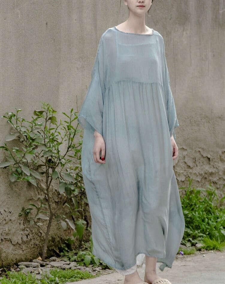 Легкое струящееся платье