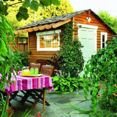 Уютный дом,с беседкой для душевных бесед за чаем, место где можно выращивать мяту, базилик и детей)
