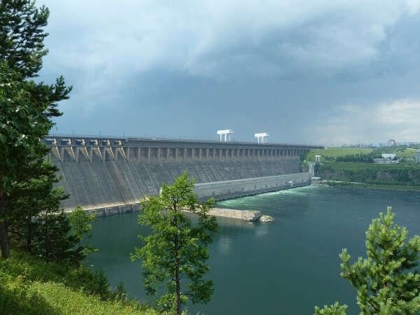 Пройтись по братской ГЭС