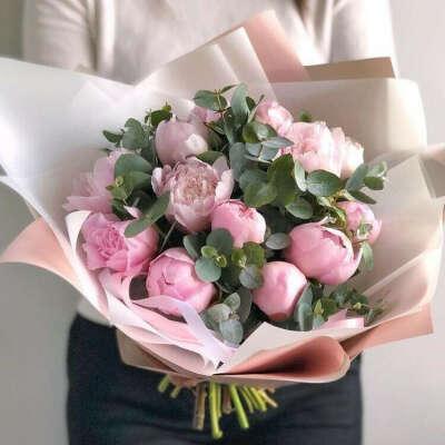 Цветы (розовые пионы + эвкалипт)
