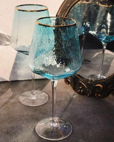 """Дом и декор on Instagram: """"Даже самый обычный день станет маленьким праздником, если завершить ужин несколькими бокалами красного полусладкого???? ⠀ А в таких бокалах,…"""""""