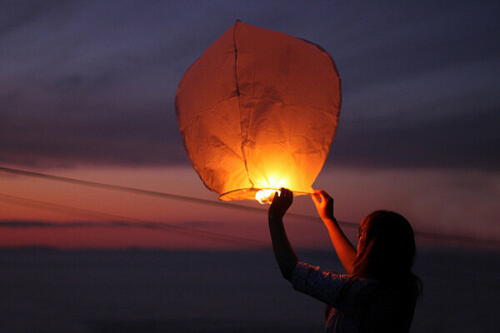 Хочу запустить в небо фонарик с желанием