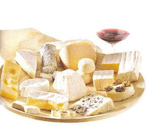 Сырная тарелка с вином