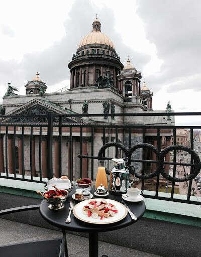 Ночь в отеле Астория в Санкт-Петербурге с видом на Исаакиевский собор