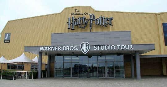 Поехать в музей Гарри Поттера в студии Ливсден, Англия.