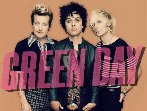 Обнять участников группы Green Day