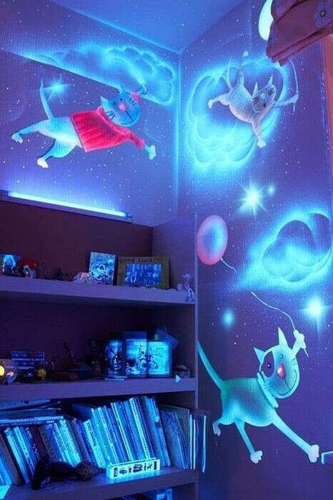 Светящиеся рисунки на стенах