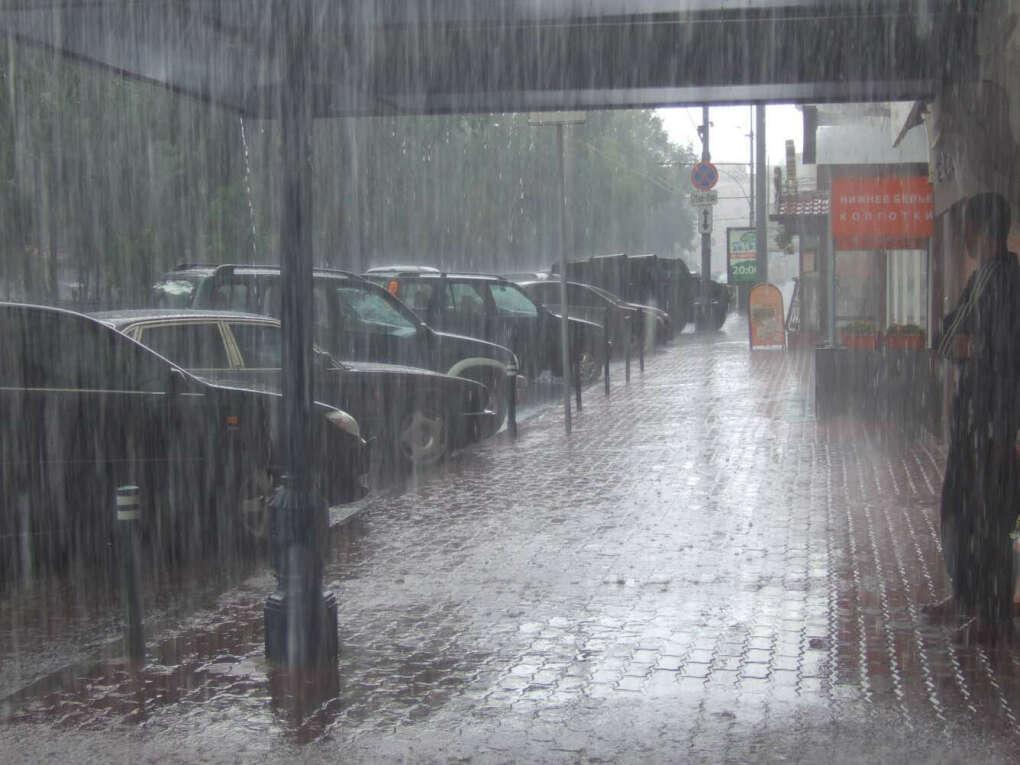 Прогулка босиком под теплым летним дождем