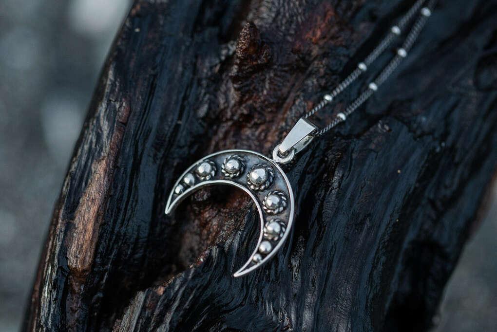 """Ювелирные украшения on Instagram: """"На предстоящей неделе я покажу вам новые фантазийный луны ????, а пока, рассмотрите поближе фаворита этого года - луну с шариками из серебра…"""""""