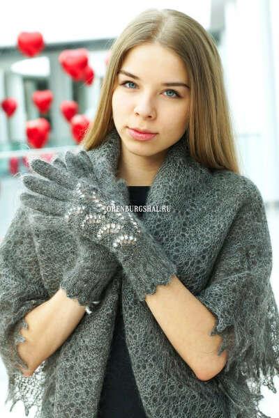 Серые пуховые перчатки