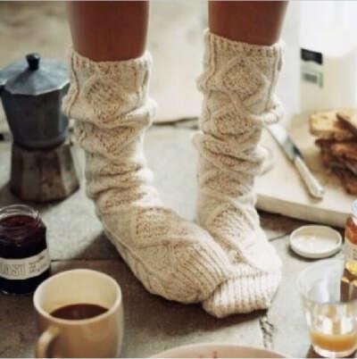 Вязаные бежевые носки