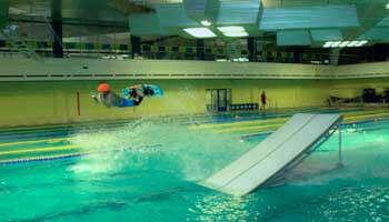 Вейкборд в бассейне